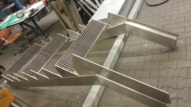 Nerezové schodiště